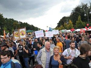 İstihbarat Servislerinin Dinlemeleri Protesto Edildi
