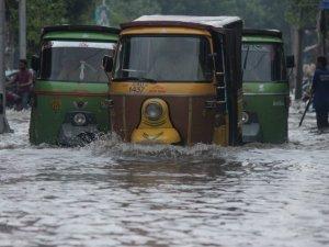 Hindistan ve Pakistan'daki Şiddetli Yağışlar Can Aldı