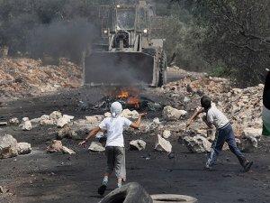 İsrail Batı Şeria'da İşgal Karşıtı Gösterilere Saldırdı