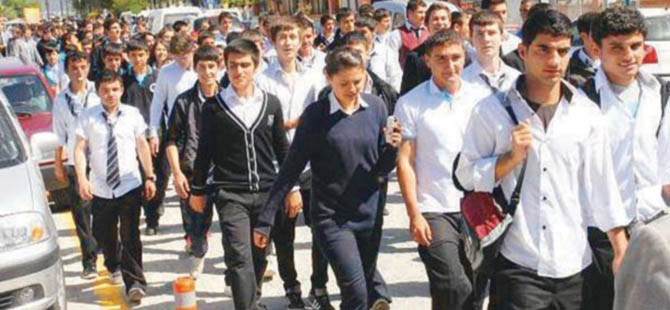 Bu Yıl 24 Nisan'da Öğrencilere Tatil Yok
