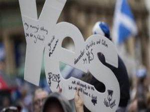 Referanduma İki Kala İskoçya'ya Yetki Rüşveti