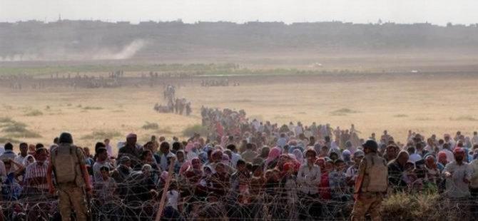 Binlerce Suriyeli Türkiye Sınırında