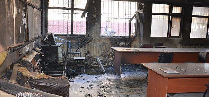 Diyarbakır'da Üç Okul Yakıldı