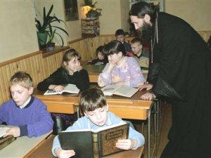 Avrupa'da Din Derslerinde Kiliseler Söz Sahibi