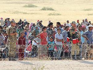 Suriyelilerin Türkiye Sınırındaki Bekleyişi Sürüyor