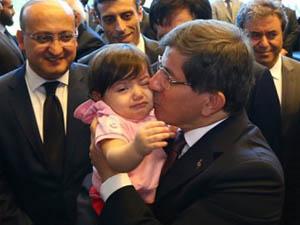 Davutoğlu Konsolosluk Personeliyle GAP'ta Kucaklaştı