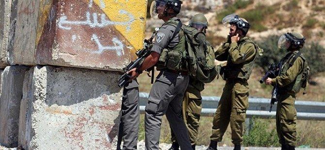 Siyonistler 21 Filistinliyi Gözaltına Aldı