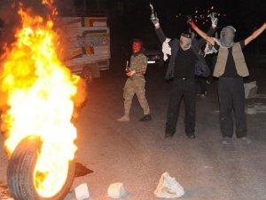 """PKK'lılar Gece Boyu """"Kobani"""" İçin Yaktı, Yıktı! (FOTO)"""