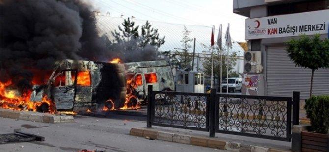 PKK'lılar Kobanililere Koşan Kızılay'ı Yaktı
