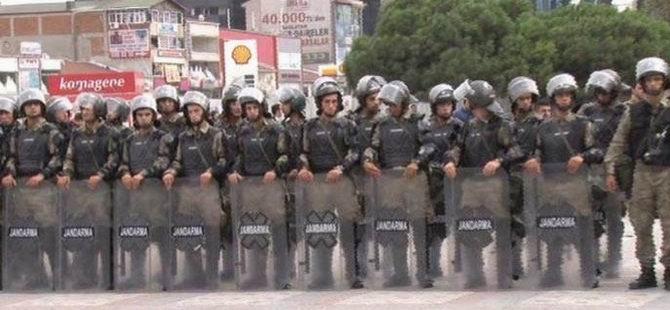 Asker Esenyurt Meydanı'nda