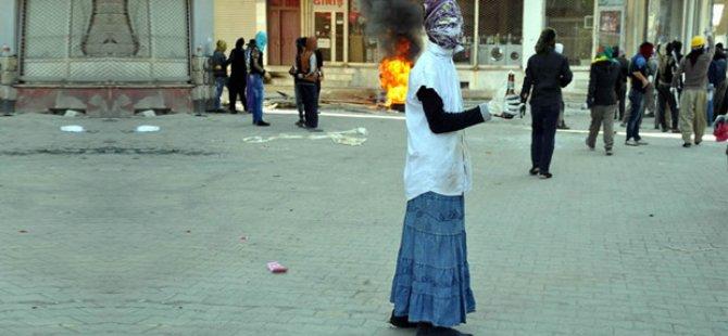 PKK/HDP Eylemcilerinden Etek Modası