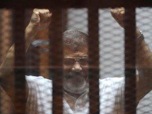Mursi, Cunta Mahkemesinin Yargılamasını Reddetti