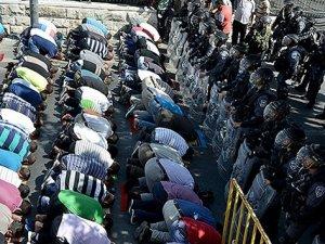 40 Yaş Altı Olanlar Mescid-i Aksa'ya Alınmadı