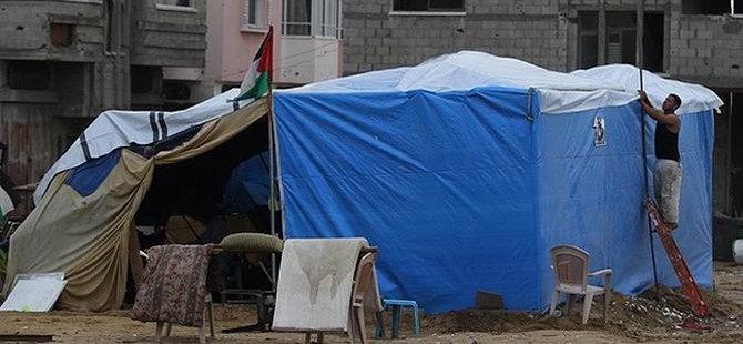 Gazze Yağmuru Naylon Çadırlarda Karşılıyor