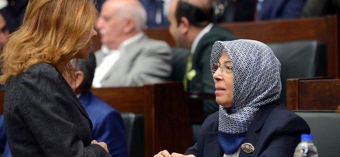 Bir AK Partili Vekil Daha Başörtüsü Taktı