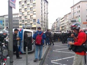Almanya'da Holiganlar Müslümanlara Saldırdı