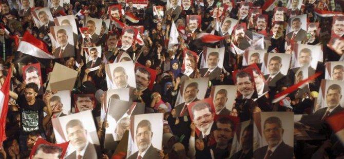 Cuntacı Mısır Rejimi İstiklal Partisinin Faaliyetlerini Yasakladı