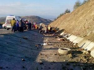 Isparta'da Servis Devrildi: 15 Kişi Hayatını Kaybetti