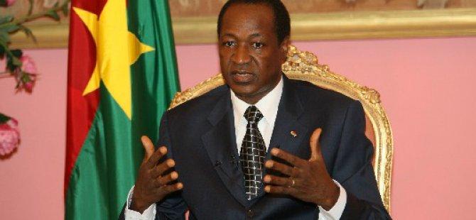 Burkina Faso Devlet Başkanı İstifa Etti