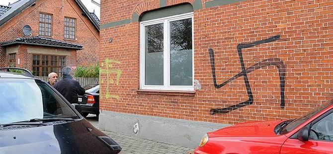 Danimarka'da Camiye Irkçı Saldırı
