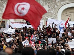 """""""Tunus Devrimi Karşı Devrimden Korunmak İçin Mücadele Verdi"""""""