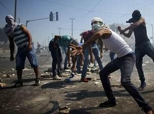 Kudüslü Gençler Siyonistlerle Çatışıyor: 37 Yaralı