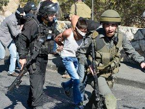 Siyonist 5 Ayda Bin 300 Filistinliyi Gözaltına Aldı