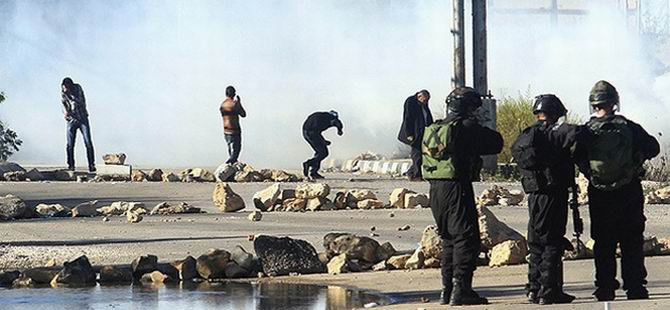 Siyonist İsrail Askerleri Bir Filistinliyi Katletti