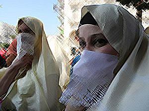 Cezayir'de Başörtüsü Yasağını Kaldırın Çağrısı