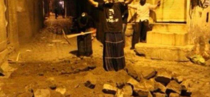 YDG-H Üyeleri Etek Giyip, Hendek Kazdı