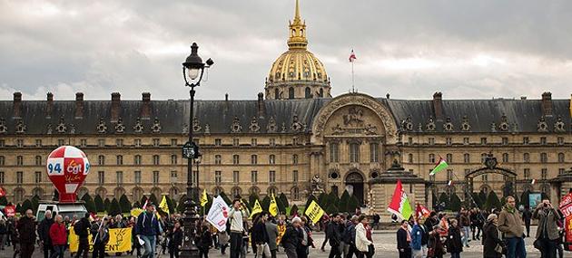 Fransa'da Kemer Sıkma Kararı Halkı Sokağa Döktü