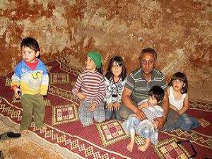 Suriyeliler Bombardımanlardan Sığınaklarla Korunuyorlar