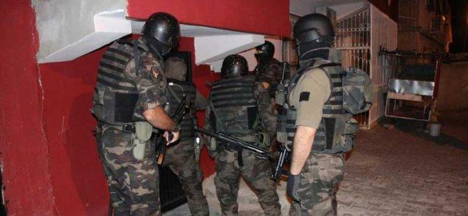Polis Gazi Mahallesi'nde Operasyon Yaptı