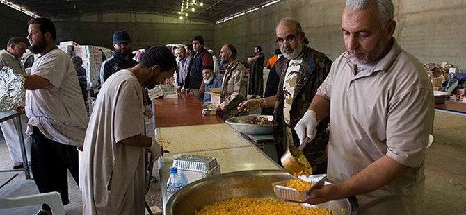 Libya Şafağı Kuvvetlerinin Yemeğini Gönüllüler Pişiriyor