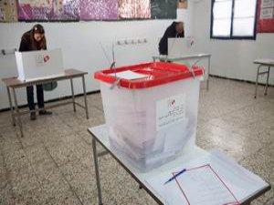 Yurt Dışındaki Tunuslular Oy Veriyor