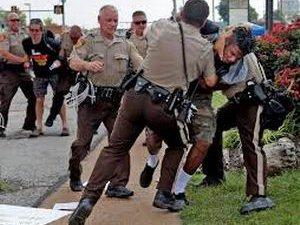 Ferguson'da 44 Kişi Daha Gözaltına Alındı