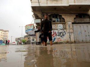 Gazze'de Aşırı Yağışlar Sele Neden Oldu