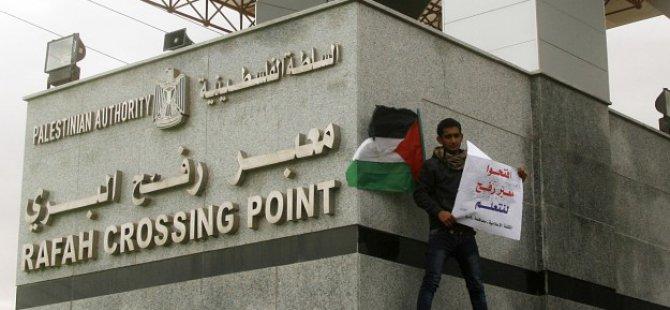 Mısır Cuntası Refah Sınır Kapısı'nı Açtı