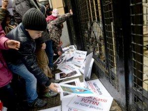 Kafkasyalı  Çocuklar Putin'i Protesto Etti