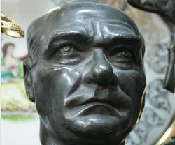 AB: Yeter, Atatürk'ü Korumayın Artık!
