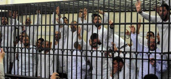 Mısır'da Darbe Karşıtı 30 Kişiye Hapis Cezası