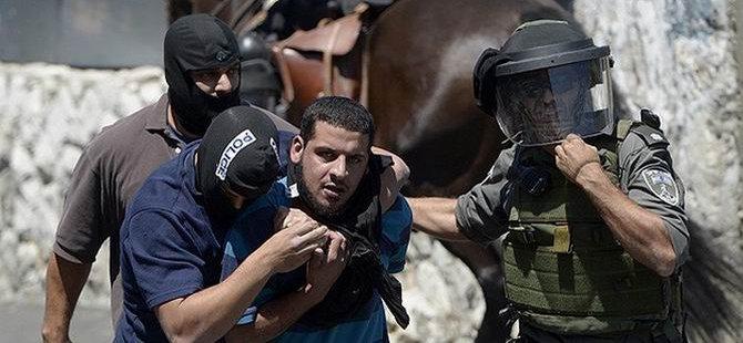 Kudüs ve Batı Şeria'da 22 Filistinli Gözaltına Alındı