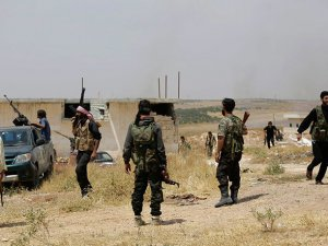 Direnişçiler İdlib'de İlerliyor