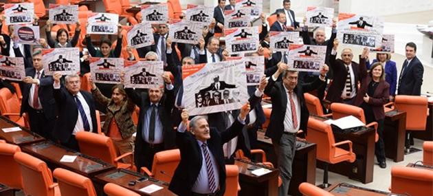 Meclis'te 17-25 Aralık Protesto Gerilimi