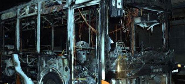 Gaziantep'te İçinde Yolcu Olan Otobüs Ateşe Verildi