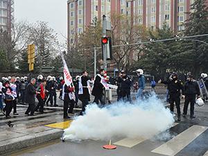 Ankara'daki Laiklik Eyleminde 100'den Fazla Gözaltı