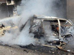 Suriye'de Savaş Uçakları Öğrenci Servisini Vurdu
