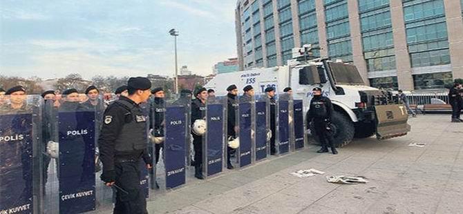 Adliye Protestosuna Polis Barikatı
