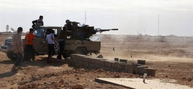 Libya'da Petrol Limanına Saldırı