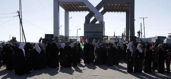 Gazzeli Kadınlardan 'Refah Kapısı Açılsın' Eylemi